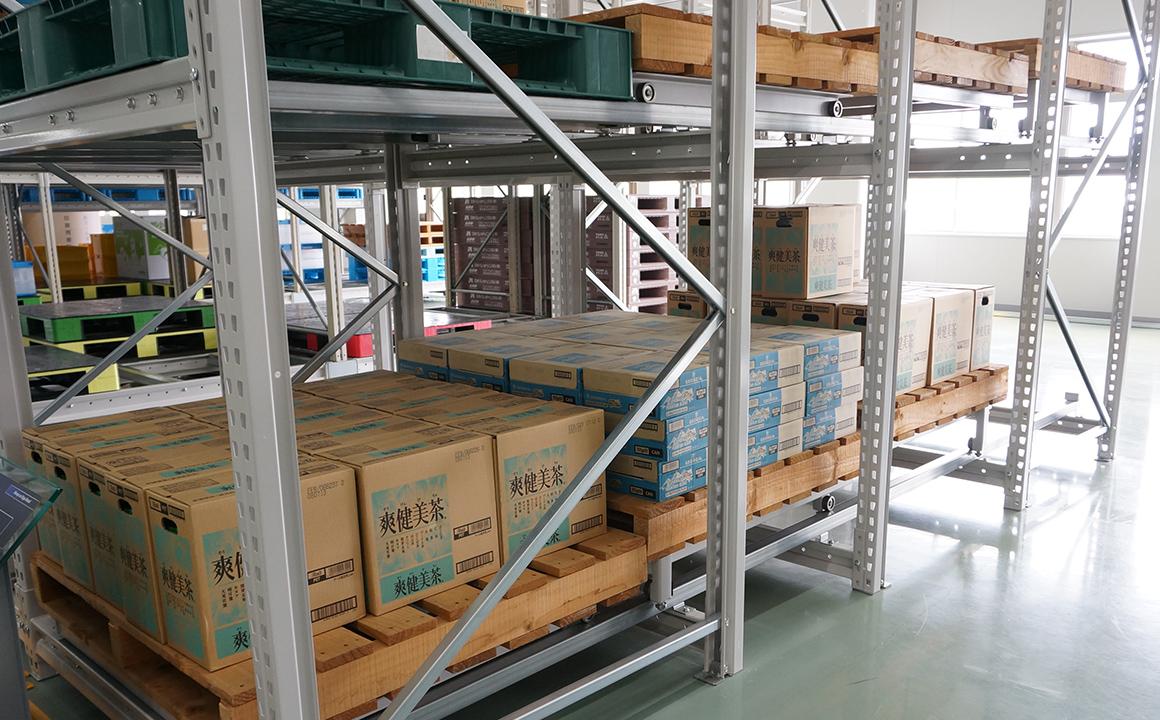 パレット収納傾斜式流動棚