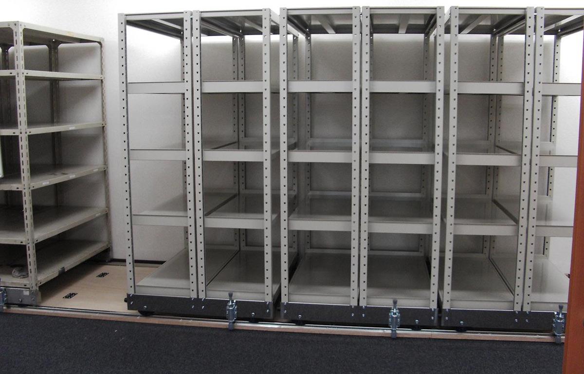 倉庫内の収納量が、1.5~2倍に! 移動ラックの種類と導入メリットとは!