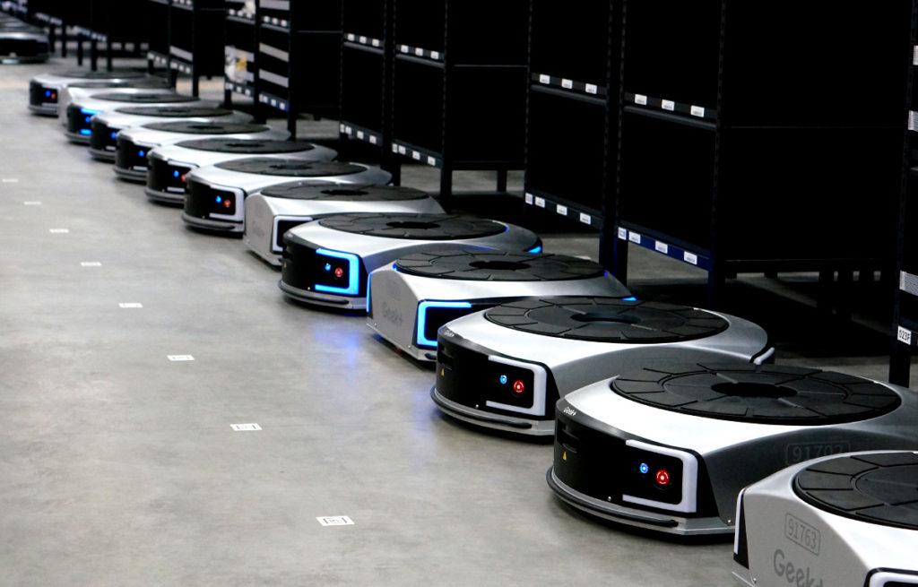 自動棚搬送ロボット EVE 導入事例01